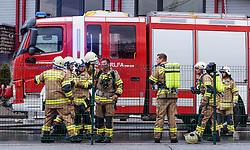 THEMENBILD - Angehörige der Freiwilligen Feuerwehr bei Löscharbeiten während eines Brandes in einer Tischlerei, aufgenommen am 06.09.2016, Kaprun, Österreich // Members of the Volunteer fire department while a fire fighting in Kaprun, Austria on 2016/09/06. EXPA Pictures © 2016, PhotoCredit: EXPA/ JFK
