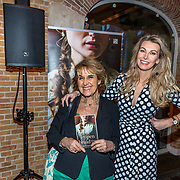 NLD/Amsterdam/20200129 - Persconferentie Dolly Dots tour 2020, Yvonne Keuls met Suan