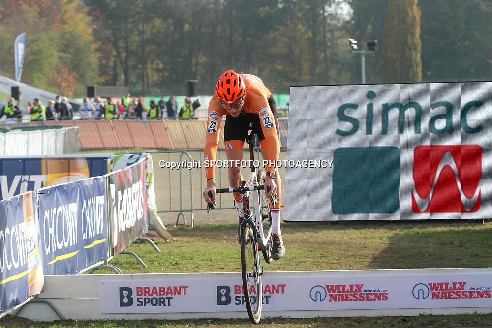 07-11-2020: Wielrennen: EK Veldrijden: Rosmalen <br />Kyle Achterberg