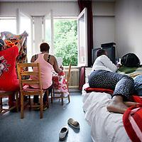 Nederland, Amsterdam , 18 juli 2012..Tussenhuis voor vrouwen met een crimineel verleden..Het huis dat zich op de Amsteldijk bevindt dreigt te worden wegbezuinigd..Foto:Jean-Pierre Jans