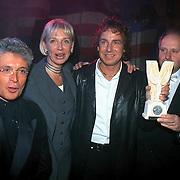 Populariteitsprijs 1998 Henk Geels, Marco Borsato samen met Jacques d'Ancona en de vrouw van Henk