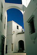 SPAIN, ANDALUSIA Arcos de la Frontera white homes