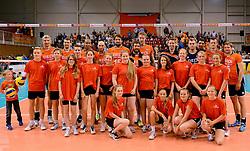 31-05-2015 NED: CEV EK Kwalificatie Nederland - Spanje, Doetinchem<br /> Nederland wint met 3-1 van Spanje en plaatst zich voor het EK in Bulgarije en Italie / Ballenmeisjes