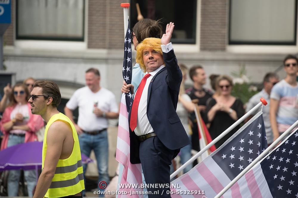 NLD/Amsterdam//20170805 - Gay Pride 2017, Imitatie President Trump tijdens Canal Parade