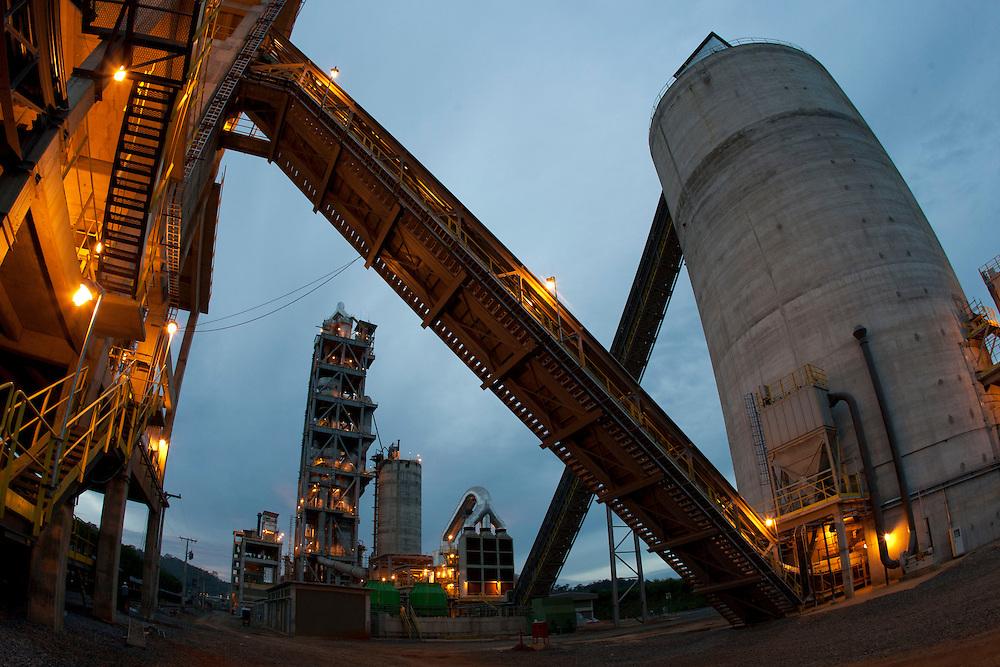 Salgueiro_PE, Brasil.<br /> <br /> Unidade de Mineracao Bocaina, situada em Arcos  Minas Gerais, que produz dolomito e calcario.<br /> <br /> Bocaina mine in Arcos de Minas, this mine produces dolomite and limestone.<br /> <br /> Foto: VICTOR SCHWANER / NITRO