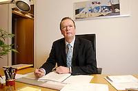 20 JAN 2006, BERLIN/GERMANY:<br /> Dr. Rainer Wend, MdB, SPD, Vorsitzender des Ausschusses fuer Wirtschaft und Arbeit des Deutschen Bundestages, an seinem Schreibtisch,  in seinem Buero, Jakob-Kaiser-Haus, Deutscher Bundestag <br /> IMAGE: 20060120-01-001