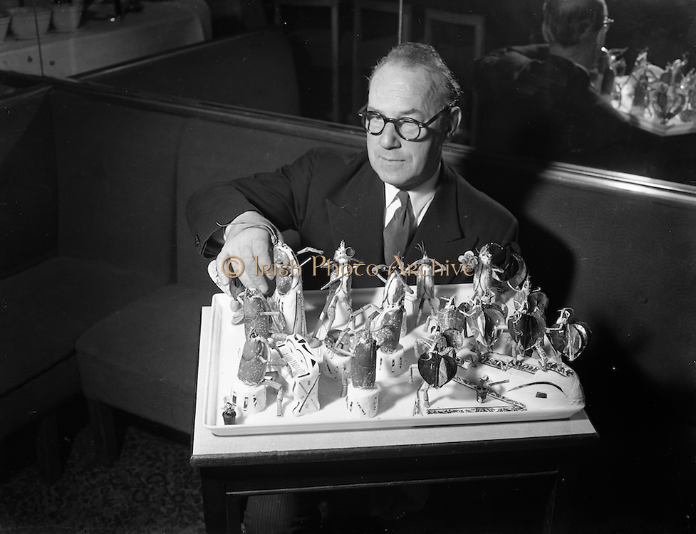 04/02/1954<br /> 02/04/1954<br /> 04 February 1954<br /> Redbank Restaurant, display of lobsters, prawns etc. in interesting poses by the Manager J. Rety.