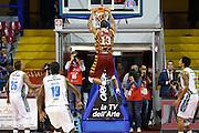 DESCRIZIONE : Venezia Lega A 2015-16 Umana Reyer Venezia - Vanoli Cremona<br /> GIOCATORE : Josh Owens<br /> CATEGORIA : Controcampo Schiacciata<br /> SQUADRA : Umana Reyer Venezia - Vanoli Cremona<br /> EVENTO : Campionato Lega A 2015-2016<br /> GARA : Umana Reyer Venezia - Vanoli Cremona<br /> DATA : 25/10/2015<br /> SPORT : Pallacanestro <br /> AUTORE : Agenzia Ciamillo-Castoria/G. Contessa<br /> Galleria : Lega Basket A 2015-2016 <br /> Fotonotizia : Venezia Lega A 2015-16 Umana Reyer Venezia - Vanoli Cremona