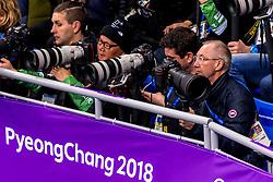 22-02-2018 KOR: Olympic Games day 13, PyeongChang<br /> Short Track Speedskating / Media fotograaf fotografen canon nikon Matty, Koen