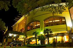 Localizada no bairro Moinhos de Vento, a rua Padre Chagas é considerada uma das mais baladas de Porto Alegre. Parte importante do roteiro gastronômico de quem visita a capital dos gaúchos, lá também está o hotel Sheraton. FOTO: Lucas Uebel / Preview.com