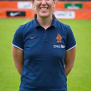 NLD/Velsen/20130701 - Selectie Nederlands Dames voetbal Elftal, fysiotherapeut Kim Blewanus