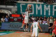 DESCRIZIONE : Siena Lega A 2008-09 Playoff Finale Gara 2 Montepaschi Siena Armani Jeans Milano<br /> GIOCATORE : Henry Domercant<br /> SQUADRA : Montepaschi Siena<br /> EVENTO : Campionato Lega A 2008-2009 <br /> GARA : Montepaschi Siena Armani Jeans Milano<br /> DATA : 12/06/2009<br /> CATEGORIA : equilibrio<br /> SPORT : Pallacanestro <br /> AUTORE : Agenzia Ciamillo-Castoria/G.Ciamillo