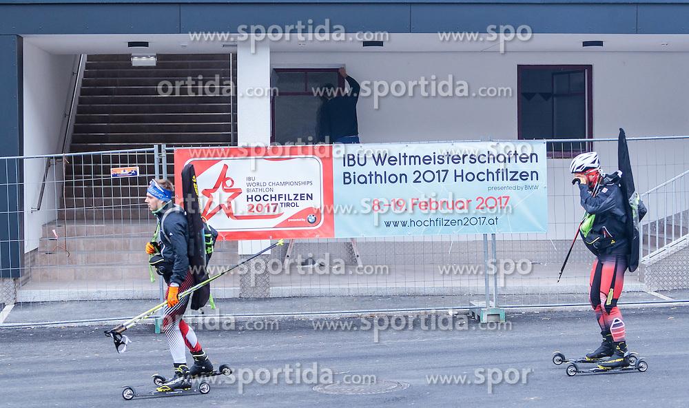 """02.11.2016, Biathlonarena, Hochilzen, AUT, IBU Weltmeisterschaft Biathlon, Hochfilzen, Pressekonferenz 100 Tage, im Bild Skiroller und Arbeiter beim neuen Hauptgebäude // Skiroller and workers in the new main building during a Pressconference """"100 Days"""" in front of the IBU Biathlon World Championships 2017 at the Biathlonarena, Hochfilzen, Austria on 2016/11/02. EXPA Pictures © 2016, PhotoCredit: EXPA/ JFK"""