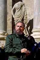 España. Extremadura. Mérida.<br /> El presidente de Cuba, Fidel Castro visita el teatro romano de Mérida.<br /> <br /> JOAN COSTA