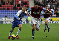 Photo: Paul Thomas.<br /> Wigan Athletic v Aston Villa. The Barclays Premiership. 19/11/2006.<br /> <br /> Gareth Barry (R) of Villa tries to stop David Cotterill.