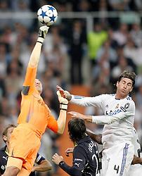 05-04-2011 VOETBAL: UEFA CL REAL MADRID - TOTTENHAM HOTSPUR: MADRID<br /> Heurelho Gomes and Sergio Ramos<br /> *** Netherlands only ***<br /> ©2010-FRH- NPH/ Alvaro Hernandez