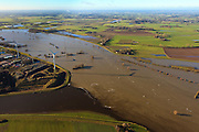 Nederland, Gelderland, De Voorster Klei , 20-01-2011; IJssel bij hoogwater ten noorden van Zutphen. Rechts de Voorsterklei, onder in beeld ingang Twenthekanaal..High waters of the river IJssel near Zutphen. The entrance of the Twentekanaal (bottom left). Shadows of windmills on the river..luchtfoto (toeslag), aerial photo (additional fee required).copyright foto/photo Siebe Swart