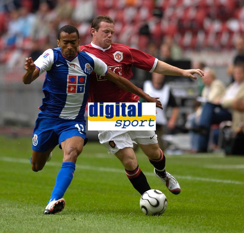 Photo: Daniel Hambury.<br />Manchester United v FC Porto. Amsterdam Tournament. <br />04/08/2006.<br />Manchester's Wayne Rooney battles with Porto's Bosingwa.