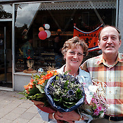 Laatste verkoopdag bakker Jan Rebel aan de Oranje Weeshuisstraat Huizen