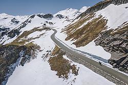 THEMENBILD - Radfahrer bei der Auffahrt . Die Hochalpenstrasse verbindet die beiden Bundeslaender Salzburg und Kaernten und ist als Erlebnisstrasse vorrangig von touristischer Bedeutung, aufgenommen am 27. Mai 2020 in Fusch a.d. Glstr., Österreich // Cyclists at the ascent. The High Alpine Road connects the two provinces of Salzburg and Carinthia and is as an adventure road priority of tourist interest, Fusch a.d. Glstr., Austria on 2020/05/27. EXPA Pictures © 2020, PhotoCredit: EXPA/ JFK