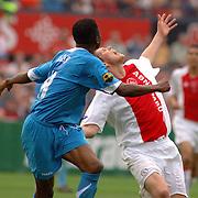 NLD/Rotterdam/20060507 - Finale competitie 2005/2006 Gatorade cup Ajax - PSV,  Eric Addo in kopduel met Klaas Jan Huntelaar