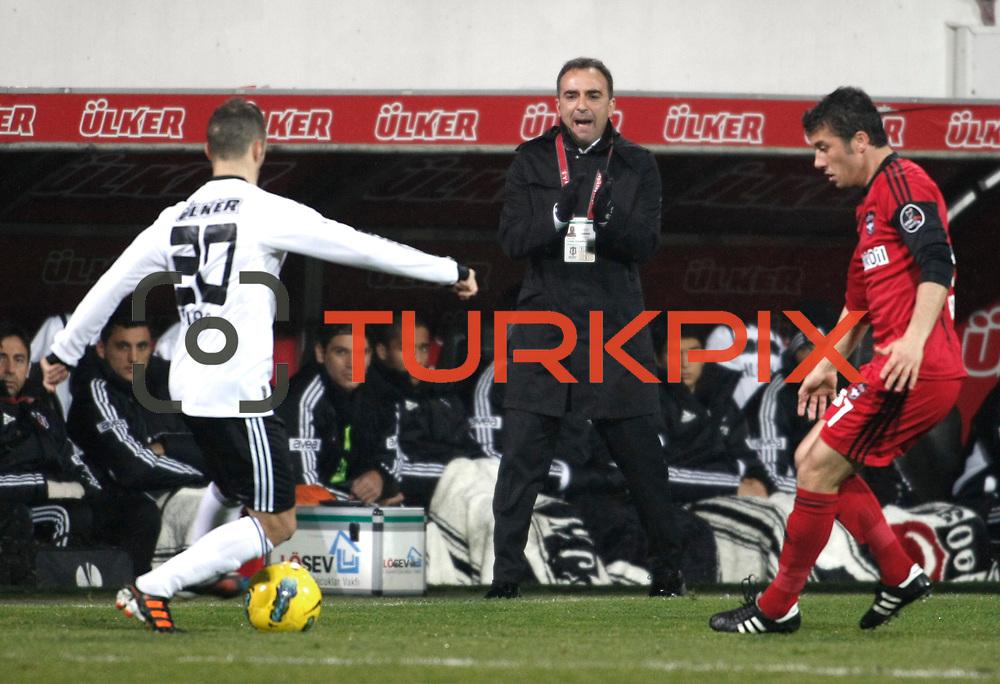 Besiktas's coach Carlos Carvalhal (C) during their Turkish superleague soccer match Besiktas between Gaziantepspor at BJK Inonu Stadium in Istanbul Turkey on Tuesday, 05 January 2012. Photo by TURKPIX