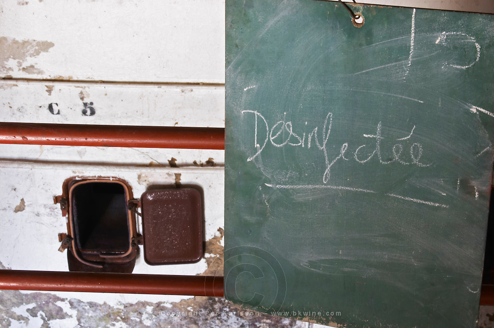 tank door sign on tank disinfected domaine du vieux lazaret chateauneuf du pape rhone france
