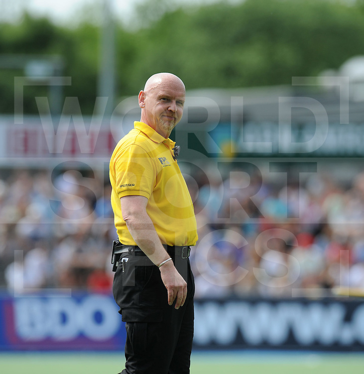 AMSTERDAM - EHL FINALS.UHC v HC Rotterdam.Umpire Hamish Jamson..FFU PRESS AGENCY COPYRIGHT FRANK UIJLENBROEK..