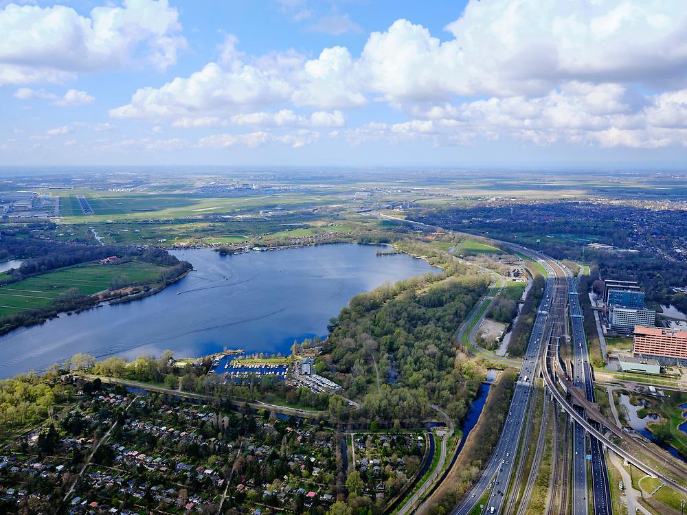 Nederland, Noord-Holland, Amsterdam; 16-04-2021; Zicht op De Nieuwe Meer met in de voorgrond volkstuinen van Tuinpark Ons Buiten en rechts Park De Oeverlanden. Geheel rechts autosnelweg A4. Schiphol in het verschiet en zicht op de Oostbaan (04 - 22).<br /> View of De Nieuwe Meer with in the foreground allotments from Tuinpark Ons Buiten. Right motorway A4. Schiphol in the distance and a view of the runway 04 - 22 Oostbaan.<br /> <br /> luchtfoto (toeslag op standard tarieven);<br /> aerial photo (additional fee required)<br /> copyright © 2021 foto/photo Siebe Swart
