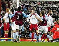 Fotball, 29. november 2003, Premier League, Aston Villa - Southampton,   Claus Lundekvam, Southamton, er oppgitt etter at Aston Villa scoret 1-0