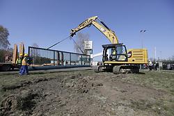 Abriss der Betonmauer um das Erkundungsbergwerk in Gorleben.<br /> <br /> Ort: Gorleben<br /> Copyright: Andreas Conradt<br /> Quelle: PubliXviewinG