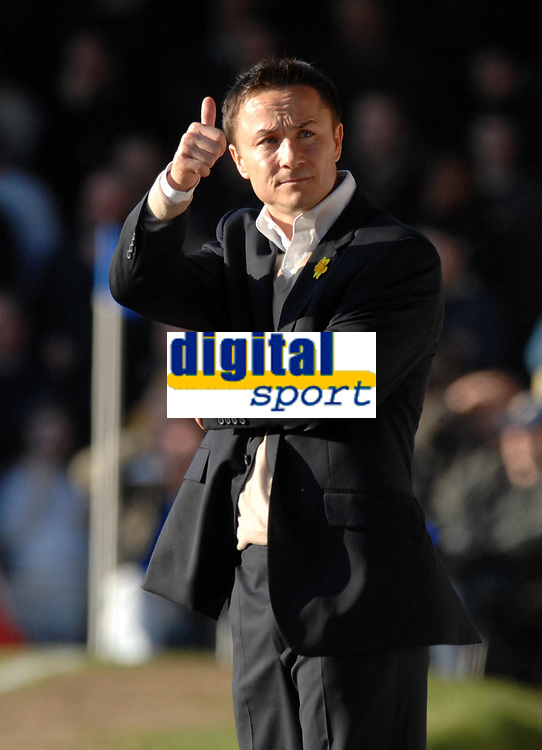 Photo: Ashley Pickering.<br />Southend United v Leeds United. Coca Cola Championship. 17/03/2007.<br />Leeds manager Dennis Wise gives the thumbs up after his team scrape a draw