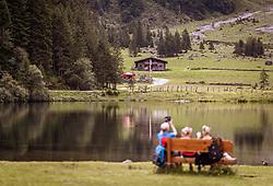 THEMENBILD - Touristen verweilen am Ufer des Hintersees, aufgenommen am 08. August 2019 in Mittersill, Österreich // Tourists rest on the shore of the Hintersee, Mittersill, Austria on 2019/08/08. EXPA Pictures © 2019, PhotoCredit: EXPA/ JFK