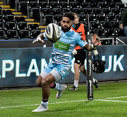 2nd November, Liberty Stadium , Swansea, Wales ; Guinness pro 14's Ospreys Rugby v Glasgow Warriors ;  Nikola Matawalu of Glasgow Warriors picks up a cross field kick and scores his sides third try<br /> <br /> Credit: Simon King/News Images<br /> <br /> Photographer Simon King/Replay Images<br /> <br /> Guinness PRO14 Round 8 - Ospreys v Glasgow Warriors - Friday 2nd November 2018 - Liberty Stadium - Swansea<br /> <br /> World Copyright © Replay Images . All rights reserved. info@replayimages.co.uk - http://replayimages.co.uk