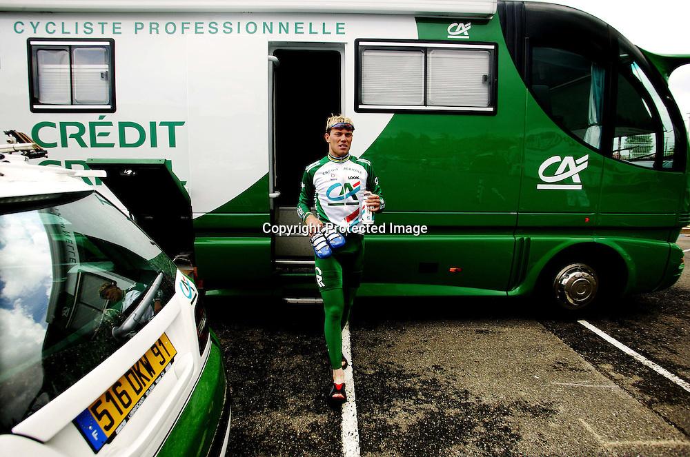 Paris 3.7.2003..Creditè Agricole og Thor Hushovd forbereder seg til Tour de France. Hushovd ut av bussen etter trening.....Foto: Daniel Sannum Lauten/Dagbladet *** Local Caption *** Husvod,Thor