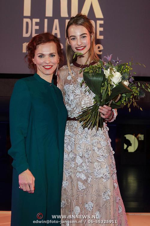 NLD/Amsterdam/20150119 - De Marie Claire Prix de la Mode awards, Maartje Verhoef wint de award voor Best Dutch Model met Simone Dernee