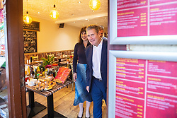 © Licensed to London News Pictures. 26/09/2021. EMBARGOED UNTIL 27 SEPTEMBER 2021 .Brighton, UK. Shadow Chancellor RACHEL REEVES , Labour Party Leader SIR KEIR STARMER and PETER KYLE MP for Hove and Portslade visit a cafe on George Street in Hove . The second day of the 2021 Labour Party Conference , which is taking place at the Brighton Centre . Photo credit: Joel Goodman/LNP