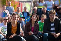 DEU, Deutschland, Germany, Berlin, 24.05.2019: V.l.n.r. Ska Keller, Spitzenkandidatin von BÜNDNIS 90/DIE GRÜNEN zur Europawahl, Annalena Baerbock, Bundesvorsitzende von BÜNDNIS 90/DIE GRÜNEN, Michael Kellner, politischer Bundesgeschäftsführer von BÜNDNIS 90/DIE GRÜNEN, beim Startschuss zum Wahlkampf-Endspurt von BÜNDNIS 90/DIE GRÜNEN zur Europawahl im Osthafen.