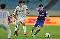 Sun Ke of Jiangsu Sainty, right, challenges Giovanni Moreno of Shanghai Shenhua, center, during their 28th round match of the 2014 Chinese Football Association Super League in Nanjing city, east China's Jiangsu province, 18 October 2014.<br /> <br /> Jiangsu Sainty drew with Shanghai Shenhua 1-1.
