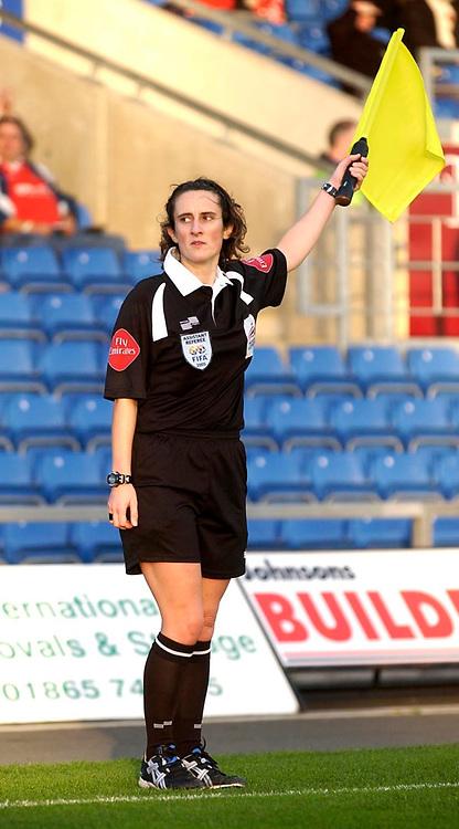 Photo: Daniel Hambury.<br />Oxford Utd v Wrexham. Coca Cola League 2.<br />12/11/2005.<br />Female assistant referee, Ms A.Rayner.