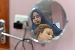 July 29, 2017 - Gaza, gaza strip, Palestine - Palestinian girls during a hairdressing training in Gaza City on July 31 2017. (Credit Image: © Majdi Fathi/NurPhoto via ZUMA Press)
