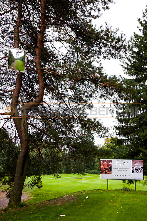 21-09-2015: Golf Resort Karlovy Vary in Karlovy Vary (Karlsbad), Tsjechië.<br /> Foto: Spiegel voor blinde slagen