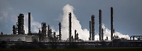03.04.2015 Plock woj mazowieckie n/z rafineria PKN Orlen przed burza fot Michal Kosc / AGENCJA WSCHOD
