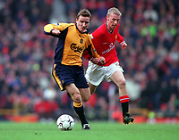 Luke Chadwick (Man Utd) pulls Vladimir Smicer (Liverpool) shirt that leads to his sending off. Manchester United's first home defeat in the Premiership for two years. Manchester United v Liverpool. FA Premiership, 17/12/2000. Credit: Colorsport / Andrew Cowie.