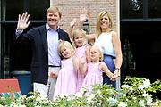 Photo shootof the Royal Family on their home De Horsten estate in Wassenaar.<br /> <br /> Op de foto:<br /> <br /> <br /> <br /> <br /> <br />  DUTCH Zijne Koninklijke Hoogheid de Prins van Oranje, Hare Koninklijke Hoogheid Prinses Máxima der Nederlanden en hun dochters Prinses Catharina-Amalia, Prinses Alexia en Prinses Ariane //  ENGLISH His Royal Highness the Prince of Orange, Her Royal Highness Princess Máxima of the Netherlands and their daughters, Princess Catharina-Amalia, Princess Alexia and Princess Ariane