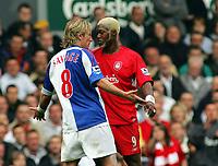 Fotball<br /> England 2005/2006<br /> Foto: Fotosports/Digitalsport<br /> NORWAY ONLY<br /> <br /> ROBBIE SAVAGE BLACKBURN ROVERS CONFRONTS LIVERPOOL'S<br /> DJIBRIL CISSE<br /> LIVERPOOL V BLACKBURN ROVERS 15/10/05