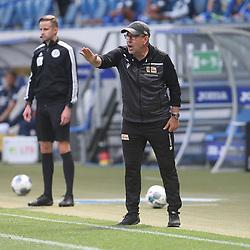 Trainer Urs Fischer (1.FC Union Berlin) gibt Anweisungen, gestikuliert, mit den Armen<br /> <br /> Sport: Fussball: Bundesliga: Saison 19/20: TSG 1899 Hoffenheim-1.FC Union Berlin, 20.06.2020.<br /> <br /> Foto: RALF POLLER/AVANTI/POOL/PIX-Sportfotos<br /> <br /> Nur für journalistische Zwecke! Only for editorial use! <br /> Gemäß den Vorgaben der DFL Deutsche Fußball Liga ist es untersagt, in dem Stadion und/oder vom Spiel angefertigte Fotoaufnahmen in Form von Sequenzbildern und/oder videoähnlichen Fotostrecken zu verwerten bzw. verwerten zu lassen. DFL regulations prohibit any use of photographs as image sequences and/or quasi-video.