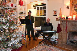 California: Napa City.  Music during B&B Holiday Tour at Inn on First.  Photo copyright Lee Foster.  Photo # canapa107005