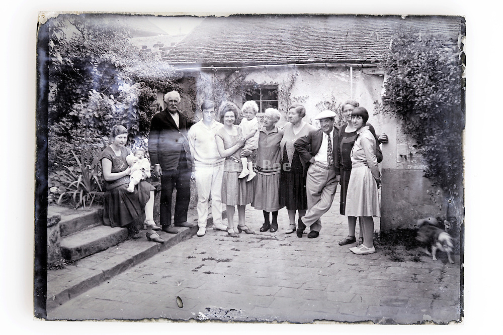 glass plate image with the whole family 1900s