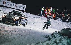01.02.2020, Flugplatz, Zell am See, AUT, GP Ice Race, im Bild Aksel Lund Svindal (NOR) beim Skijöring hinter einem Porsche 911 // Aksel Lund Svindal of Norway in skijoring behind a Porsche 911 makes during the GP Ice Race at the Airfield, Zell am See, Austria on 2020/02/01. EXPA Pictures © 2020, PhotoCredit: EXPA/ JFK